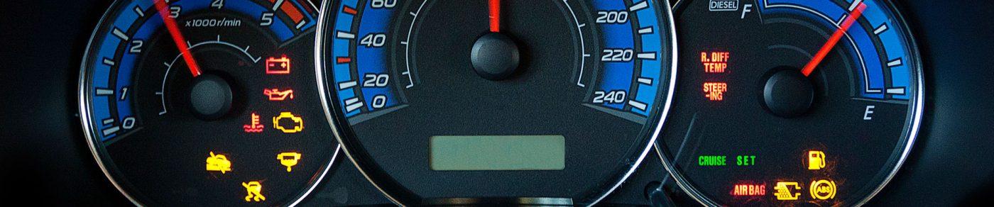 Auto Tacho mit Fehleranzeigen Öl Warnleuchte
